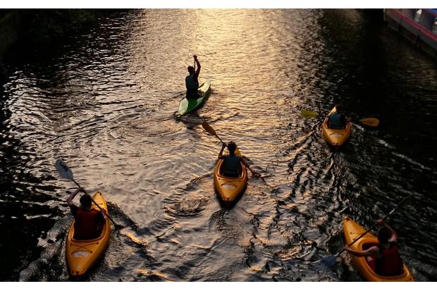 Kayak-578501861-d4d2e09