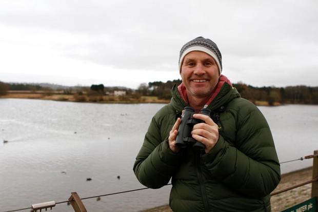 Mike-Dilger-enjoying-UK-wildlife-with-his-very-own-pair-of-Swarovski-Optik-binoculars-8a1a985