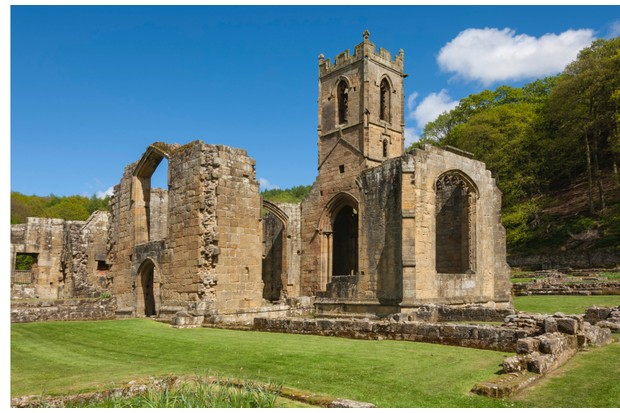 A short diversion away from the path (between points 1 and 2) takes you to Mount Grace Priory