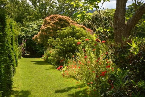 Path-between-Croquet-Lawn-Kitchen-Garden-9c1c1b7