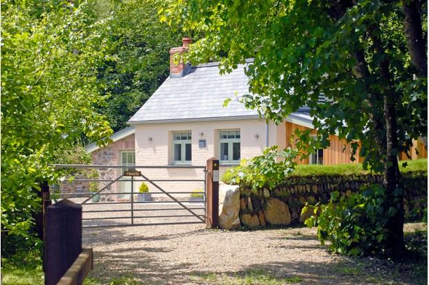 Quality Cottages. Woodland Retreat
