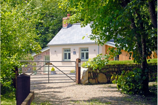 Quality Cottages. Woodland Retreat