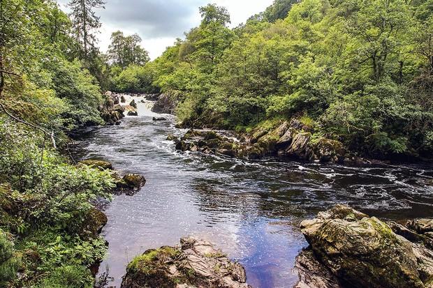 J4Y69W River Braan Rumblin Brig falls. Perhshire Scotland. Scotland