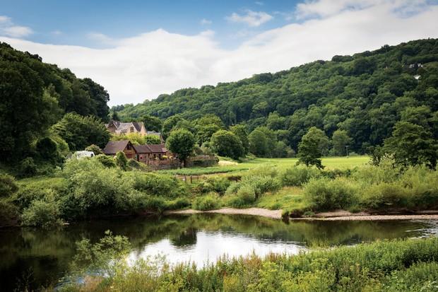 River-Wye-running-past-house-5b2d209