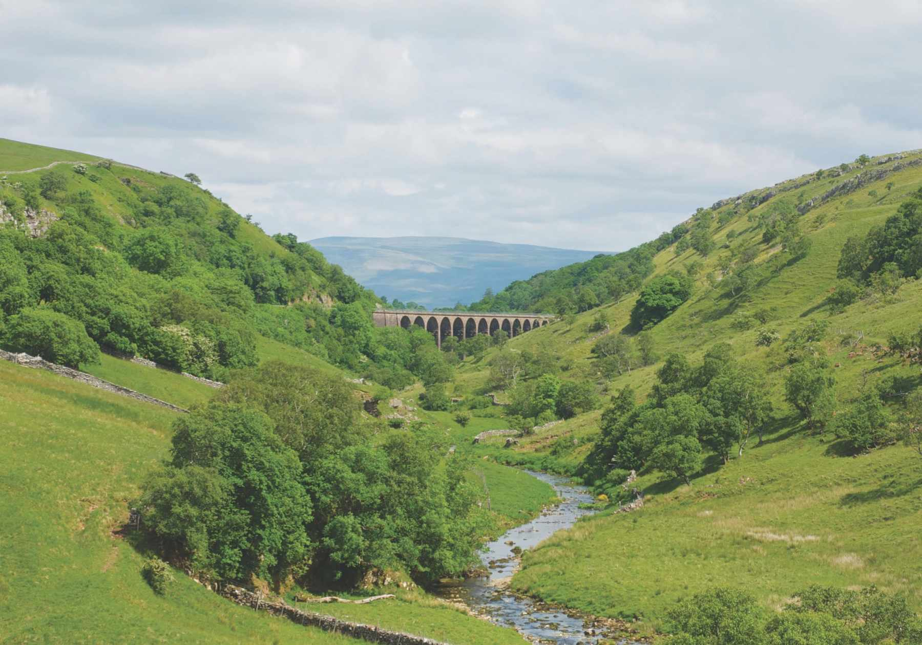 D9X2RE Railway viaduct across Smardale Gill, a Cumbria Wildlife Trust nature reserve, near Kirkby Stephen, Cumbria, England UK