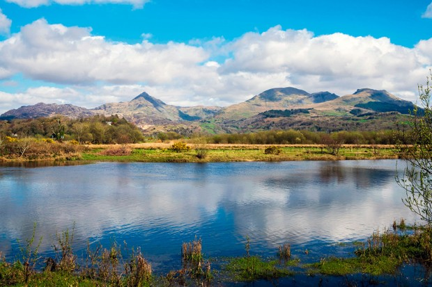 The view across the Afon Glaslyn river to Cnicht and the Moelwynion mountains, Snowdonia ©Alamy