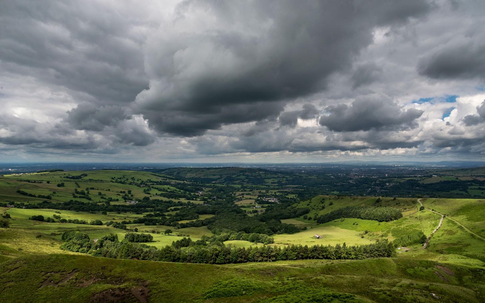 Storm-clouds-UK-countryside-500b8b1