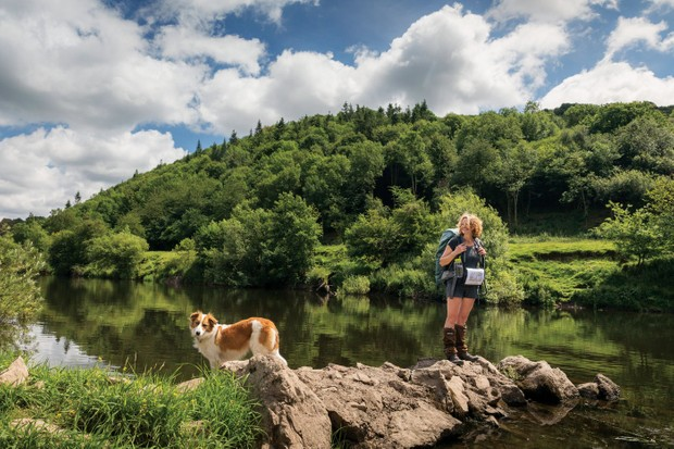Teg-and-Kate-admire-view-of-River-Wye-b01c1f1