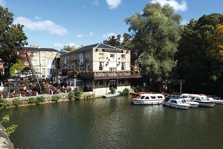 The Head of the River pub beside the River Thames, Oxford, Oxfordshire, England, United Kingdom, Europe