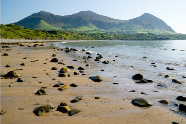 Yr Eifl Mountains (the rivals) from Tan Y Graig beach, Trefor, Lleyn peninsula, Gwynedd, North Wales.