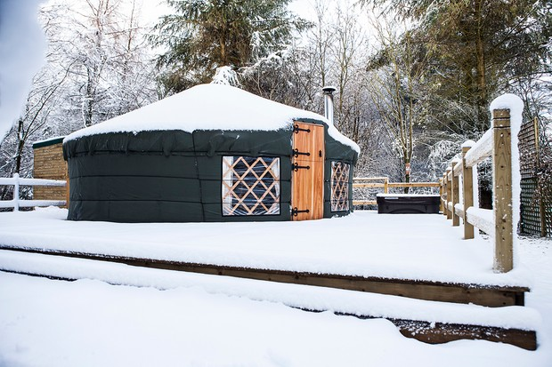 Uppergate20Yurt20in20snow-e740a20