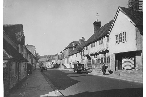 circa 1930: West Wycombe in Buckinghamshire (Photo by Fox Photos/Getty Images)