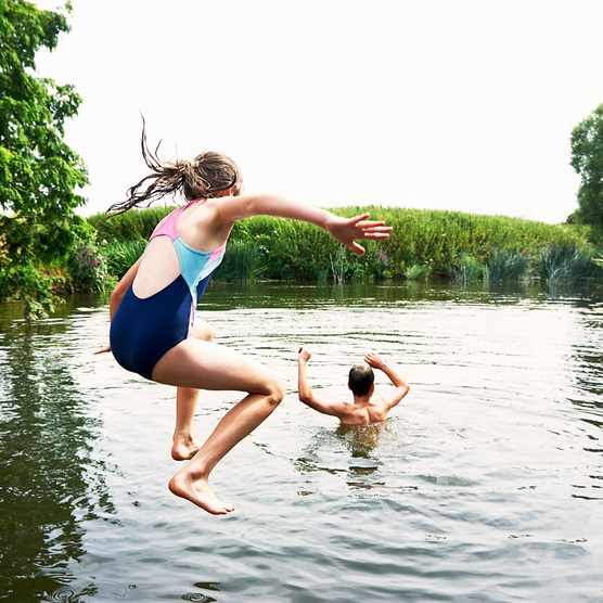 Wild-swimming-585283787-c3327fb