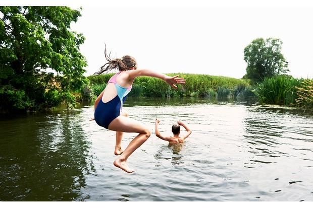 Wild-swimming-585283787-c3327fb