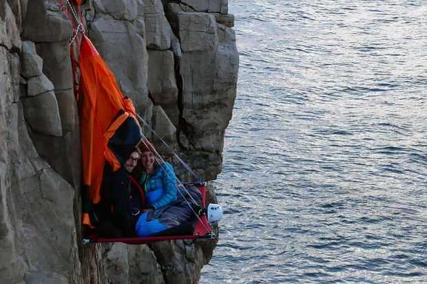 Wild_camping_portaledge_tent-dc88b03