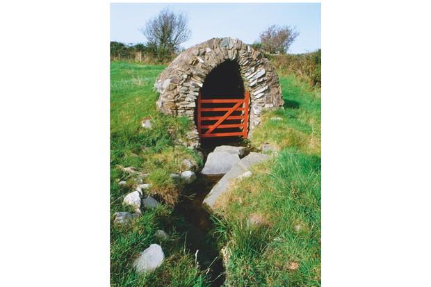 Ffynnon Llanllawer well, Wales