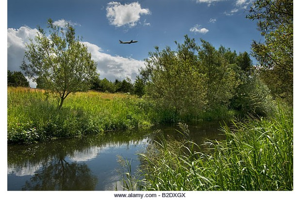 B2DXGX Air plane takes off over River Colne, Harmondsworth Moor Biodiversity Project Heathrow. Image shot 06/2008. Exact date unknown.