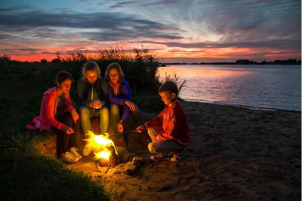 campfirefoodgetty-5c26cc8