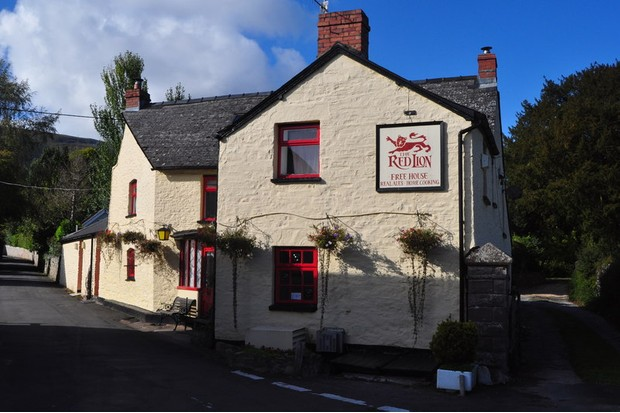 The Red Lion, Llanbedr, Black Mountains © Geograph