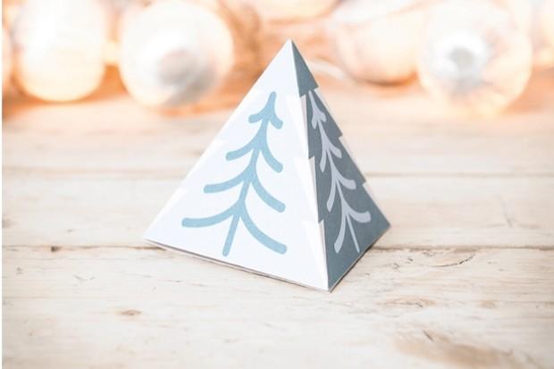 pyramidcard-8f4c46c