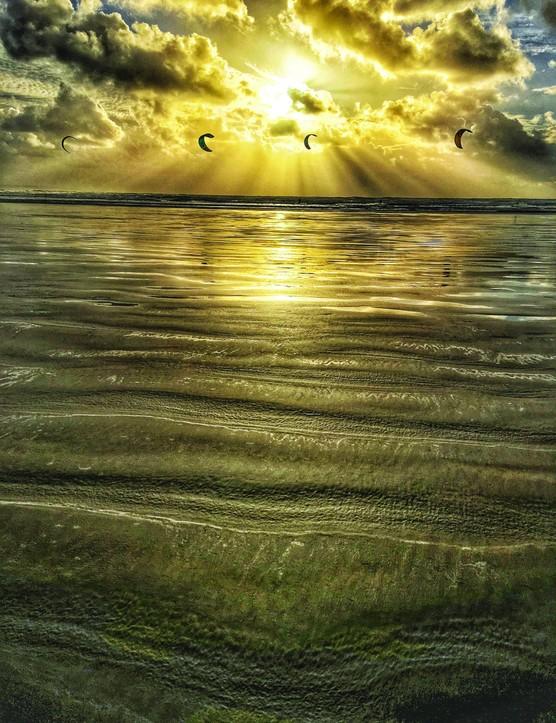 5)APRILSteve Harper Saunton Sands Kite Surfers