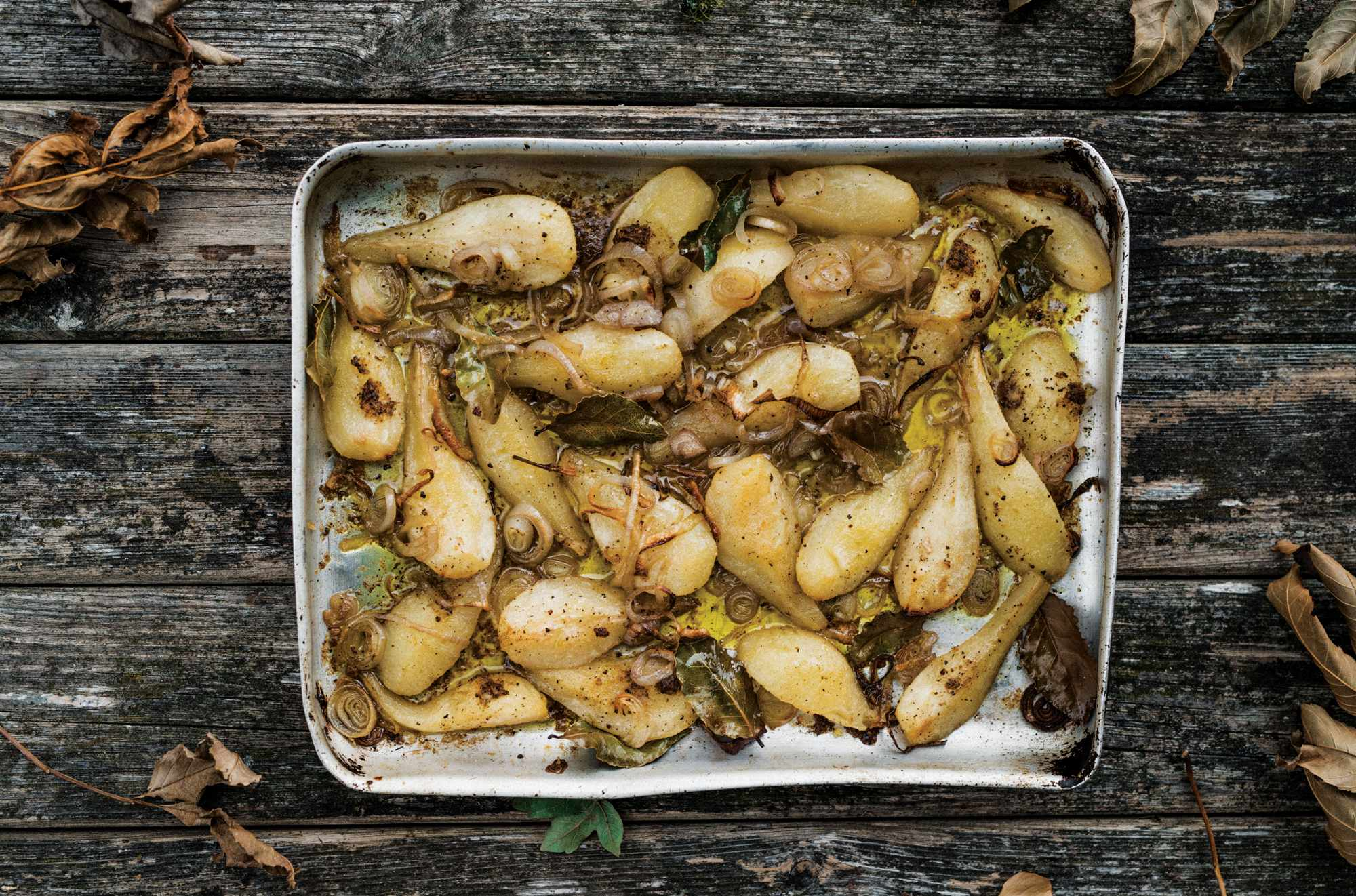 Roast pears in tin