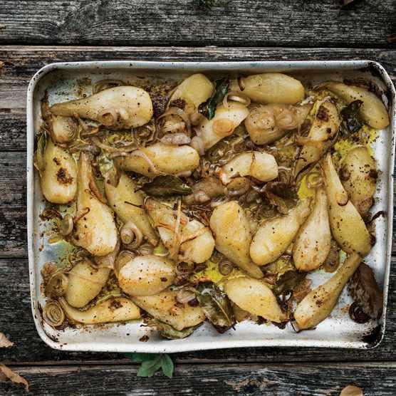 Roast pears in tin