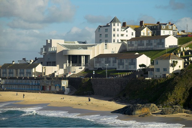 The Tate St Ives, the provincial outpost of the famous London art gallery built in 1993, standing above Porthmeor Beach.