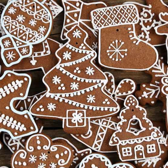 Spiced Christmas Tree biscuits (Photo by: Maciej Nicgorski / EyeEm via Getty Images)