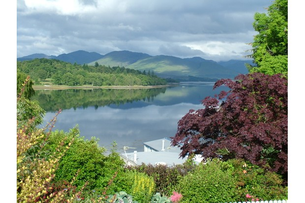 linnhe-lochside-holidays-glorious-views-and-beautiful-gardens