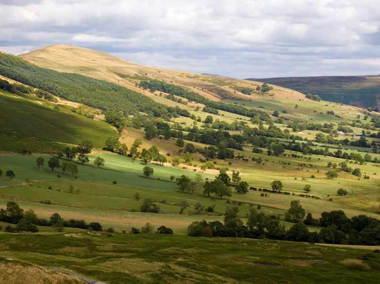 Walk: Castleton and Hollins Cross, Derbyshire