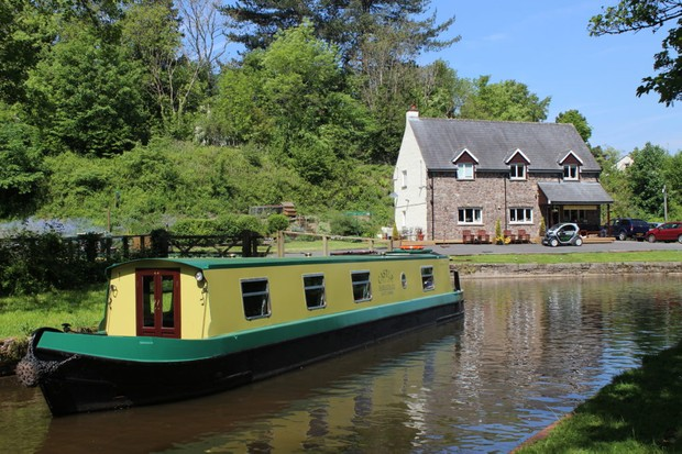 Castle Narrowboats - Sharon Mills