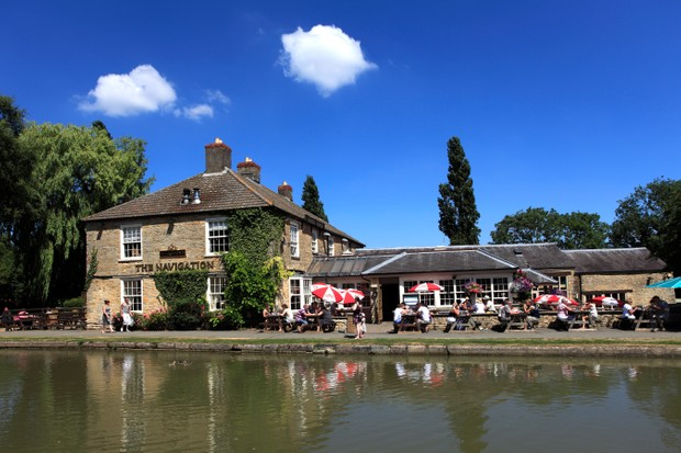 Public house next to the Grand Union Canal