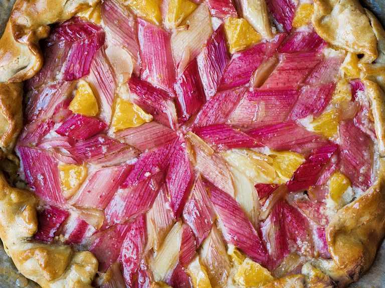 Rhubarb, orange and ginger tart