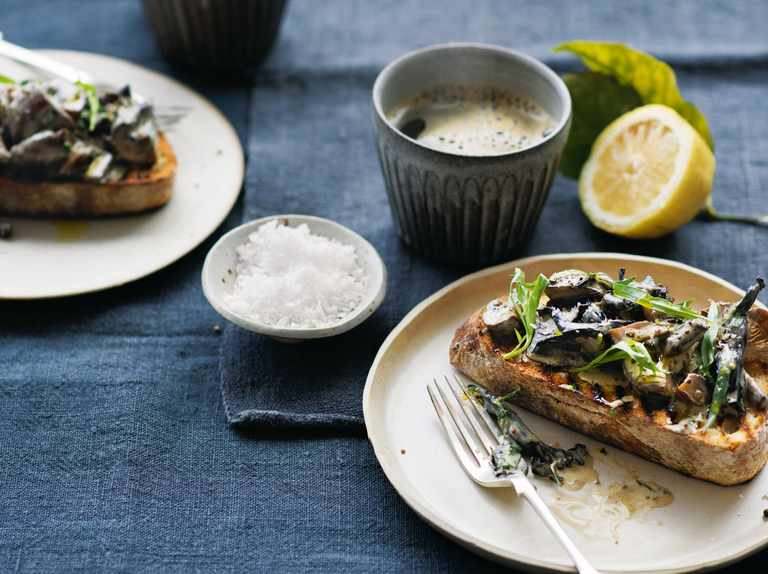 Tarragon and mustard mushrooms on toast