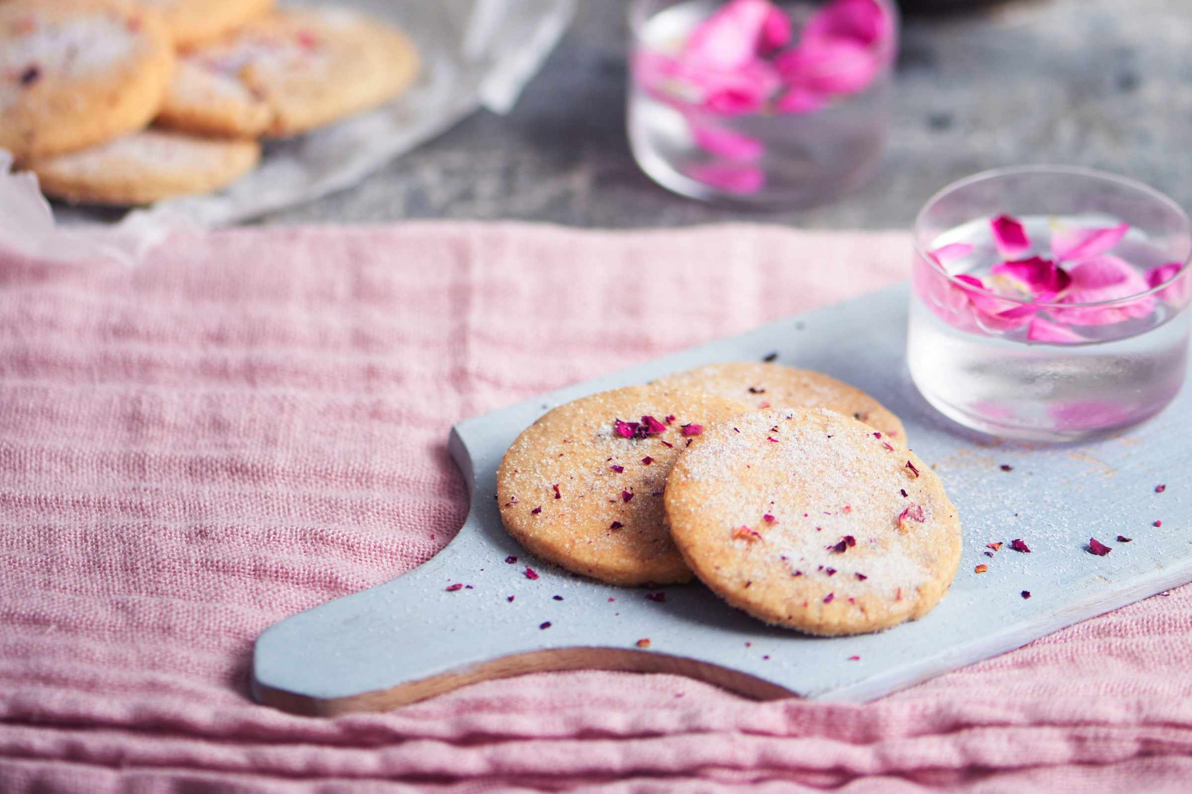 Cinnamon and rose shortbread ©Polly Webster