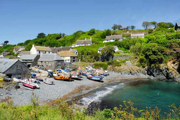 Walk: Cadgwith to Lizard Point, Cornwall