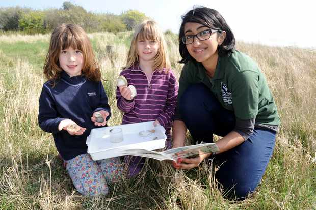Lianne de Mello teaching young children about nature © Hampshire & Isle of Wight Wildlife Trust