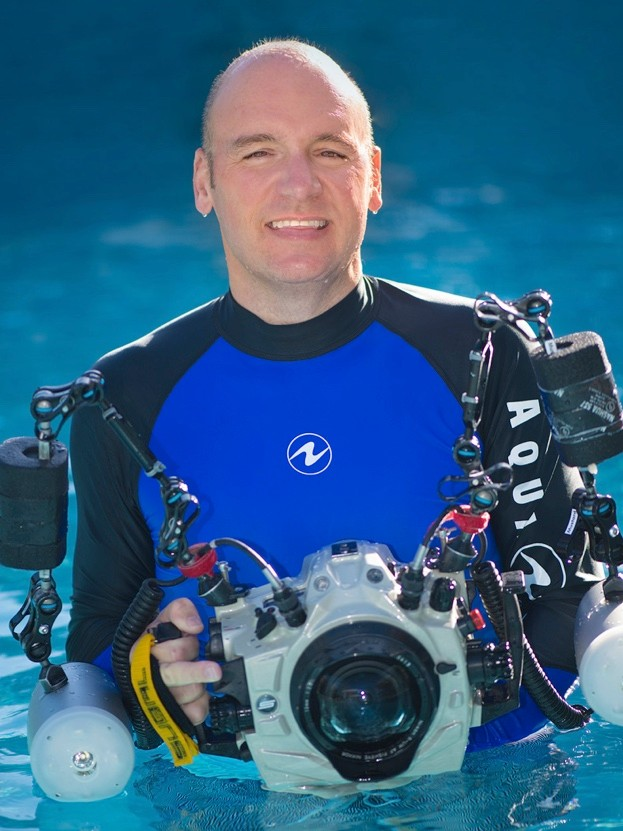 A profile picture of underwater photographer and marine biologist Dr Alexander Mustard (Alex Mustard). Grand Cayman, 2018.