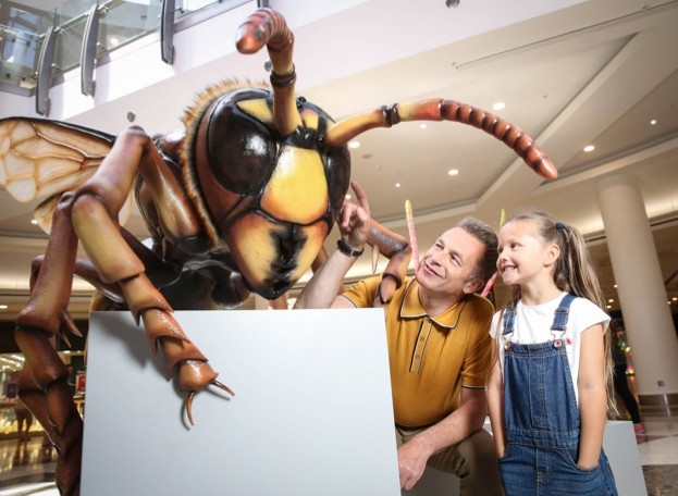Chris Parkham and a child with the model of a hornet.© Big Bugs on Tour