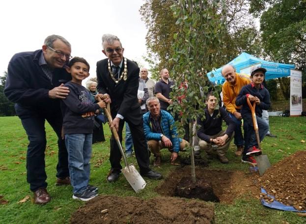 Tree-planting-3-_Neil-Barker_623-d0a985c
