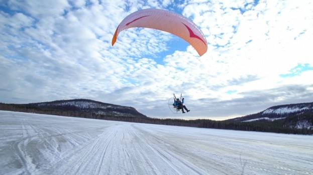 Sacha Dench will travel by paramotor from Arctic Russia to the UK to follow the migration route of Bewick's swans. © WWT