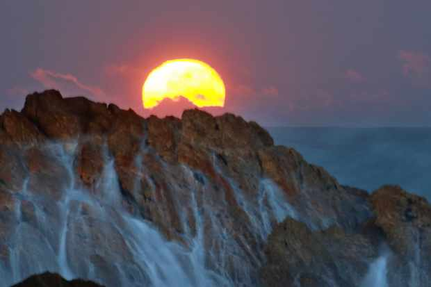 The moon sets over the remote western coastline of Tasmania. © Arwen Dyer
