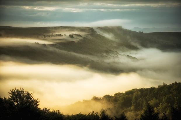 Rolling mist near Curbar