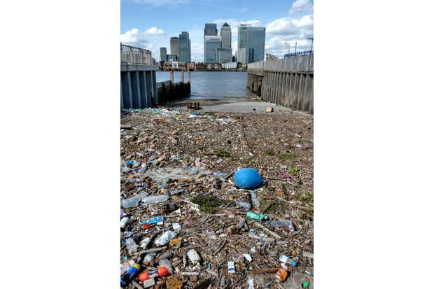 River Thames at North Greenwich showing the rubbish and debris washed up on the foreshore. © Susan Walker/Getty