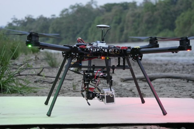 A drone with a thermal imaging camera attached. © LMJU/WWF