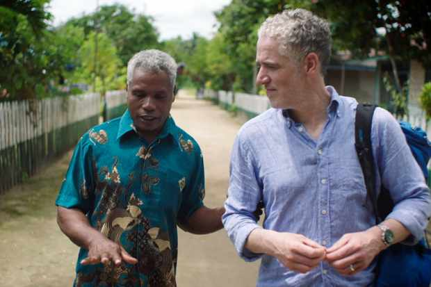 Gordon Buchanan with Yefta Msam, the Foley Community leader who discusses their traditional ceremony. © Neil Harvey/Dragonfly Film & TV Ltd