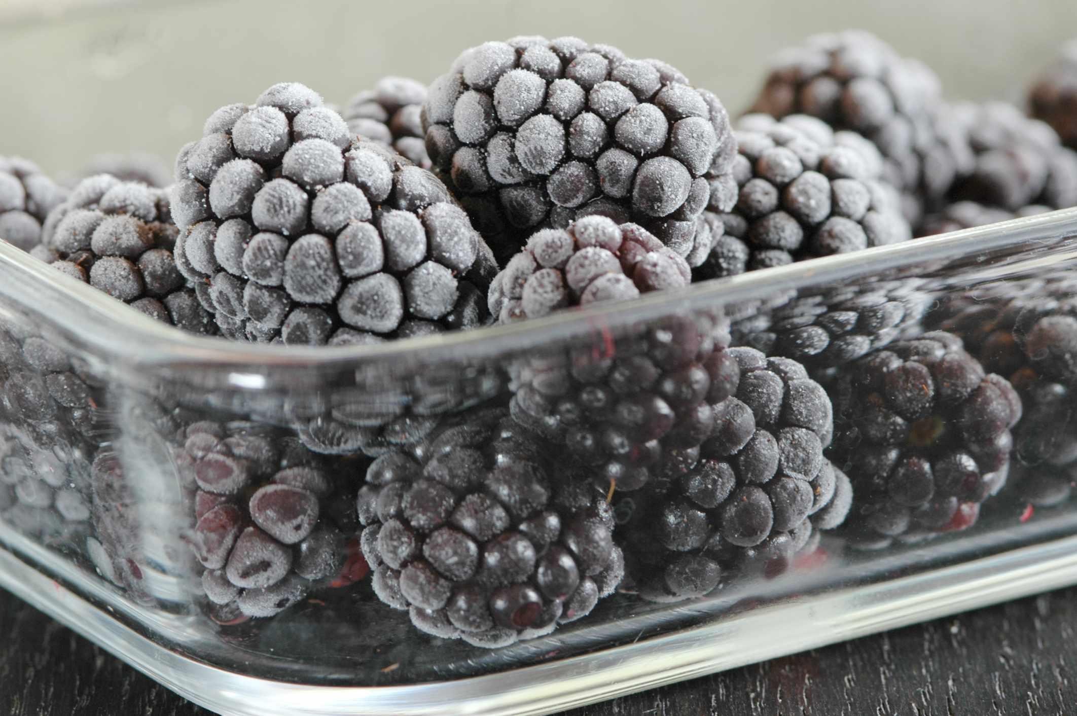 Frozen blackberries. © Westend61/Getty
