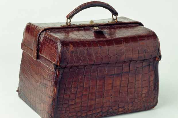 Crocodile leather bag. DE AGOSTINI PICTURE LIBRARY/Getty