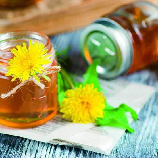 Dandelion syrup. © Ulyana Khorunsha/Shutterstock